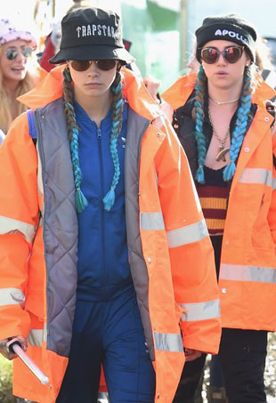 caradelevingne-sukiwaterhouse-2016glastonbury-day1