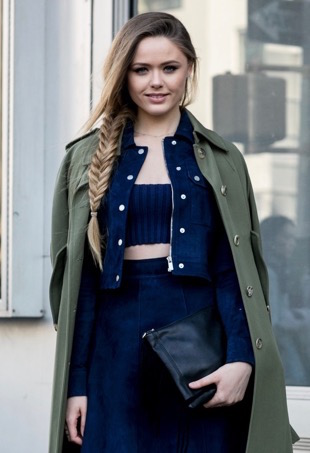 navy-crop-top-jacket-skirt-khaki-jacket-street-style (1)