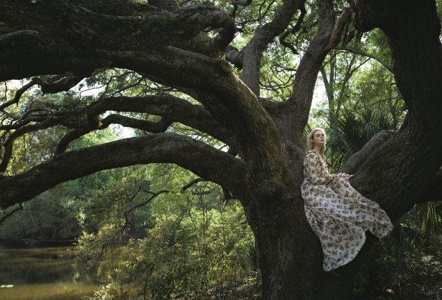 US Vogue June 2017 : Elle Fanning by Annie Leibovitz