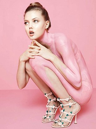 Lindsey Wixon announces her retirement from professional modeling at age 23.