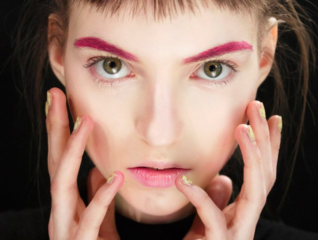 Colorful pink eyebrows from Lanyu Fall 2017