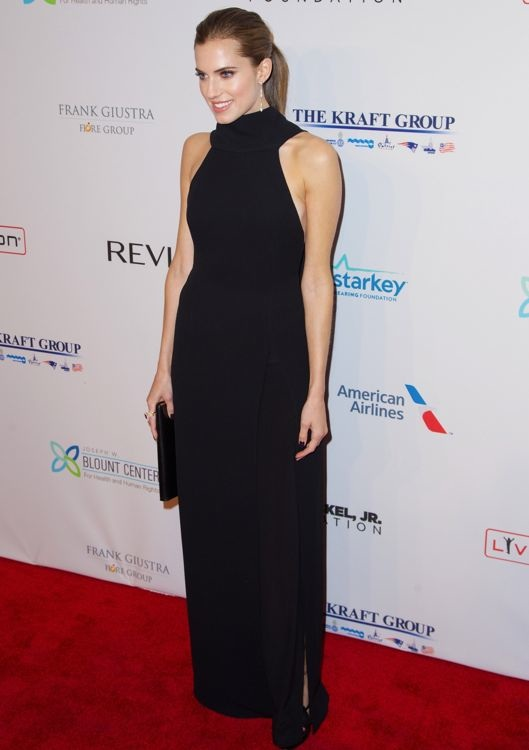 Allison Williams at the Elton John AIDS Foundation's 12th Annual An Enduring Vision Benefit Gala