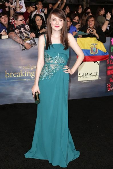 Dakota Fanning at the Los Angeles Premiere of The Twilight Saga: Breaking Dawn