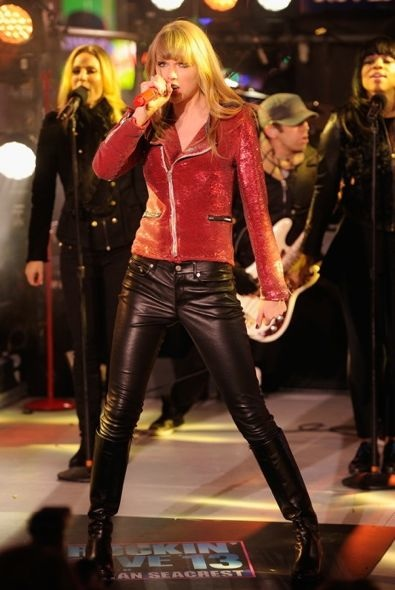 Taylor Swift Performing on Dick Clark