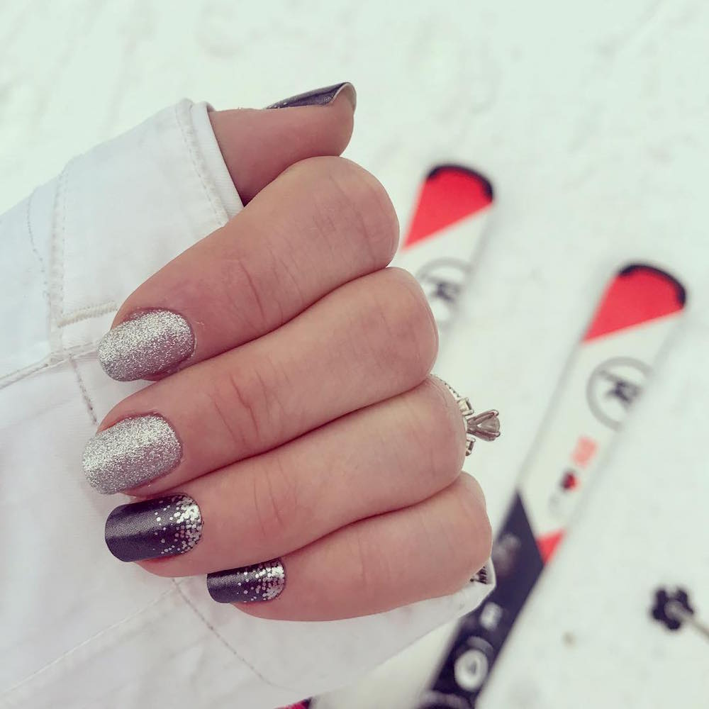 20 Holiday Nails Ideas That Are Chic, Not Tacky - theFashionSpot