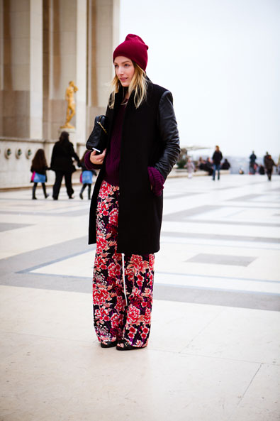 Printed pants and beanies, two of the season's strongest trends together in Paris