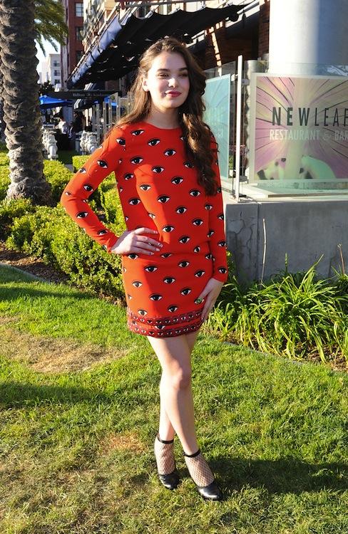 Hailee Steinfeld's Eye Catching Dress