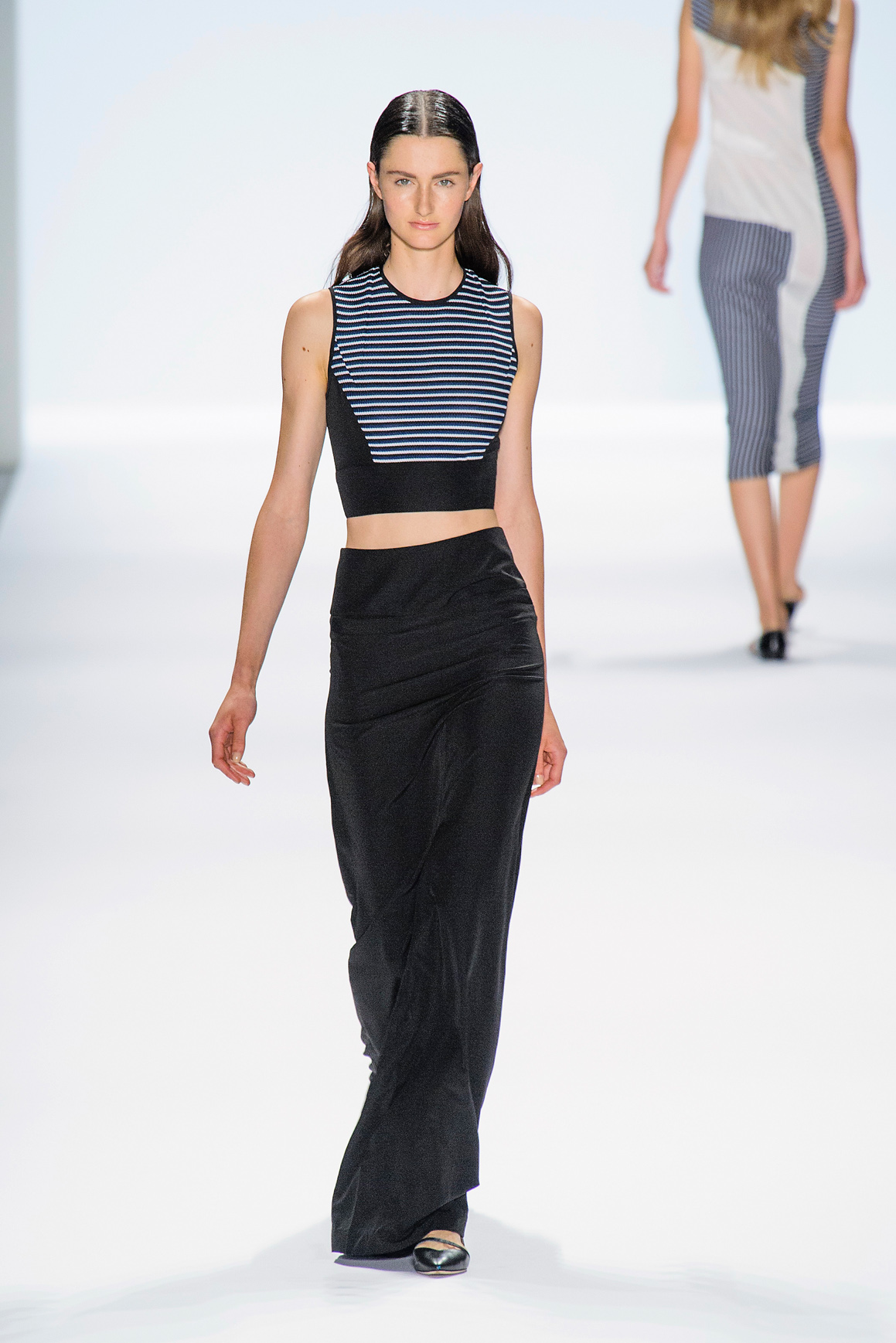 Hourglass Figure: Crop Tops & Cut-Outs at Richard Chai Love