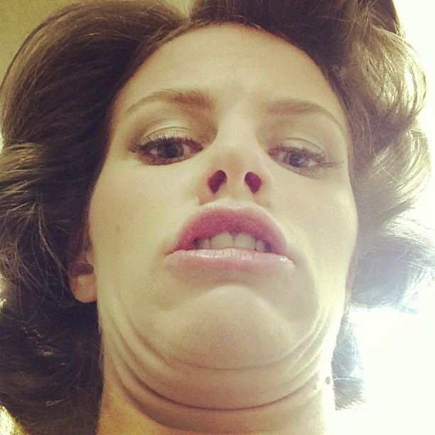 """The """"Can you count how many chins I have?"""" selfie"""
