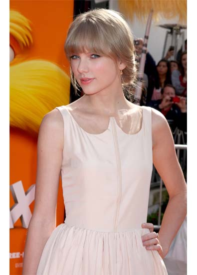 Taylor Swift's Playful Cutout
