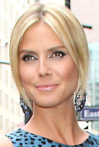 Heidi Klum promotes Project Runway The Show That Changed Fashion Barnes Noble New York City cropped