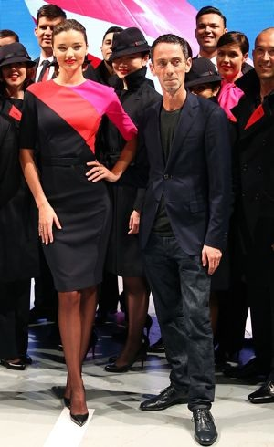 Miranda-Kerr-and-Martin-Grant-pose-alongside-Qantas-staff-the-Qantas-uniform-unveiling-Sydney-April-2013