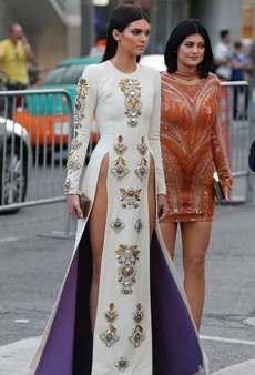 Link Buzz: Kendall Jenner Goes Commando (Probably) in Fausto Puglisi Double-Slit Dress