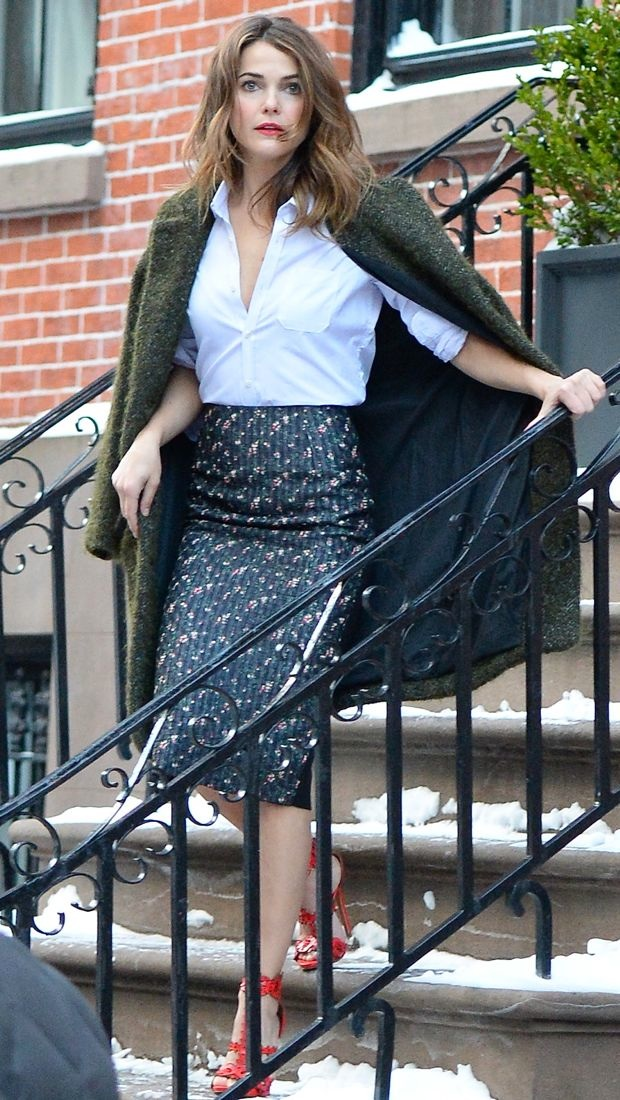 Keri Russell adds some kick to her Victoria Beckham skirt with Alaïa heels