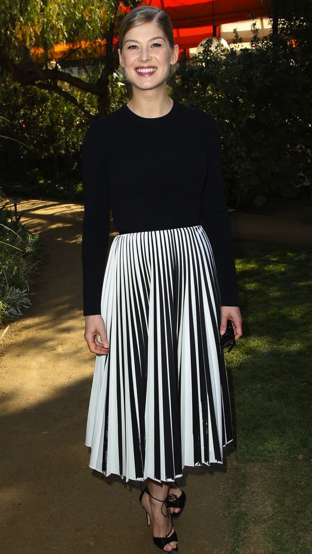 Rosamund Pike brunches in Proenza Schouler