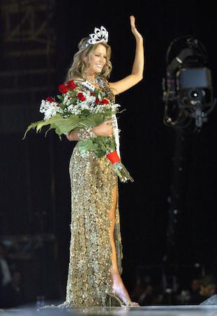 Jennifer Hawkins wins Miss Universe