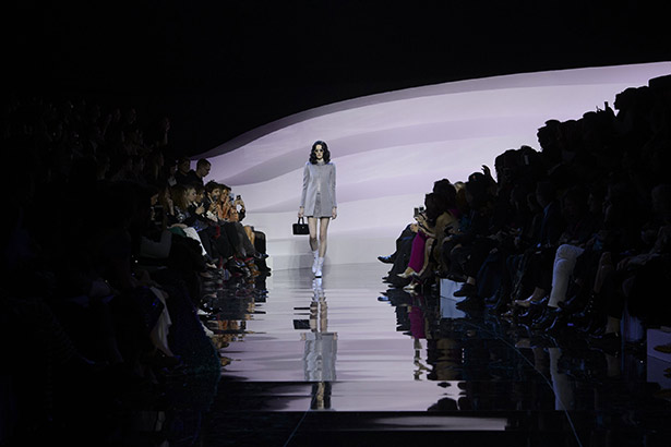 See all the Armani Privé Haute Couture Spring 2016 looks from the runway.