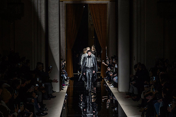 See all the Balmain Men's Fall 2016 looks from the runway.