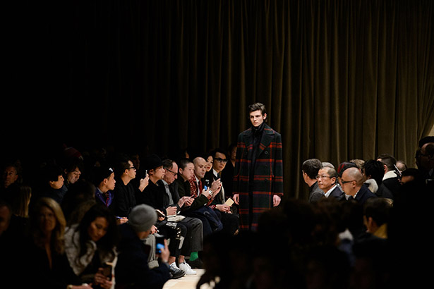 See all the Burberry Men's Fall 2016 looks from the runway.