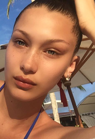 20 Celebrities With Flawless Skin