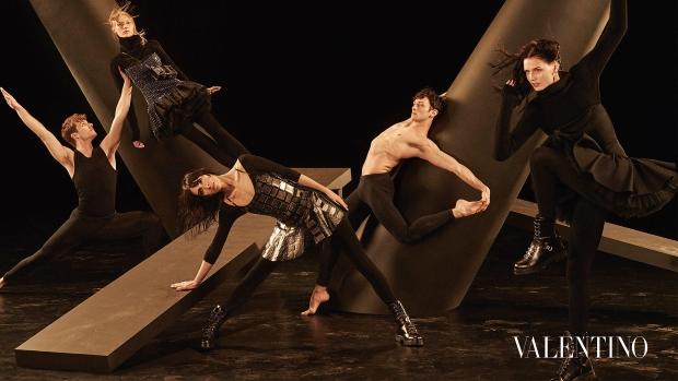 Valentino F/W 2016.17 : Jamie, Julia, Karen & Katlin by Steven Meisel