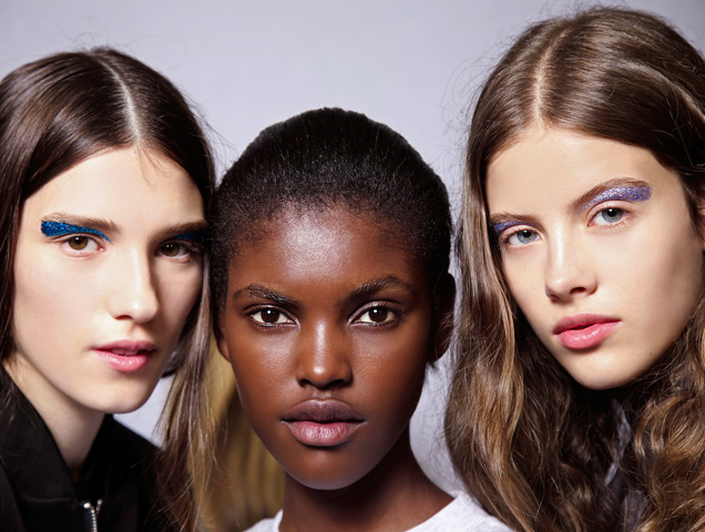 three models without cakey foundation