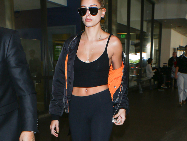 Airport Outfits: 10 Celebs Wearing Leggings on a Plane ...