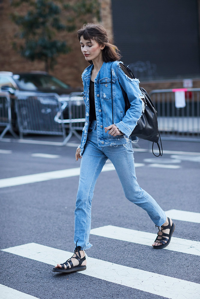 1497366eee 13 Jean Jacket Outfits for the In-Between Season and Beyond ...