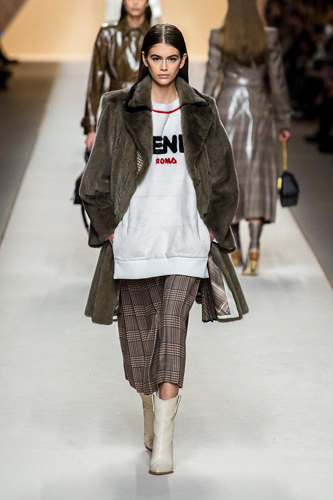 fendi-fall-2018-runway-furry-coat-logo-sweatshirt-plaid-skirt-ivory-cowboy-boots.jpg (666×1000)