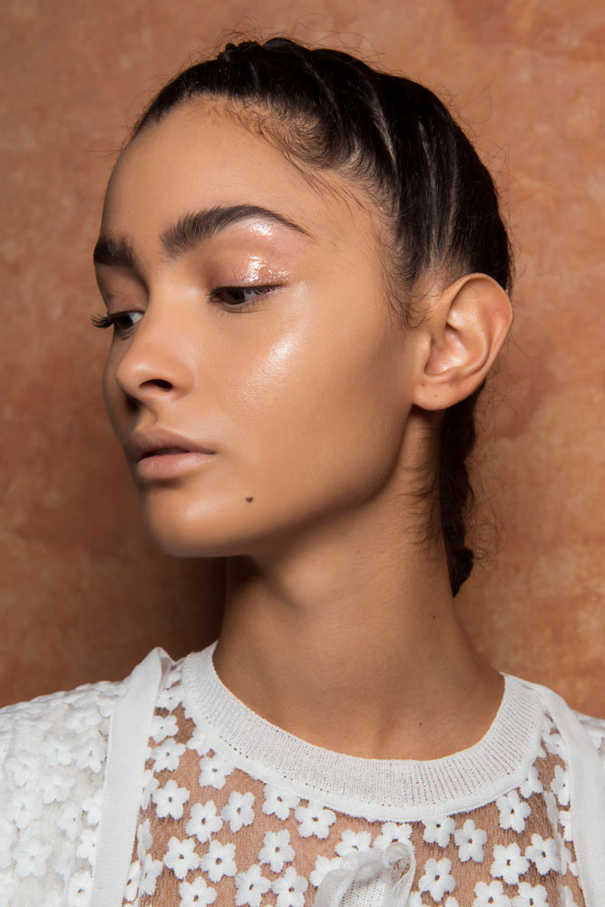 The Definitive Guide To How To Use Highlighter Makeup Thefashionspot