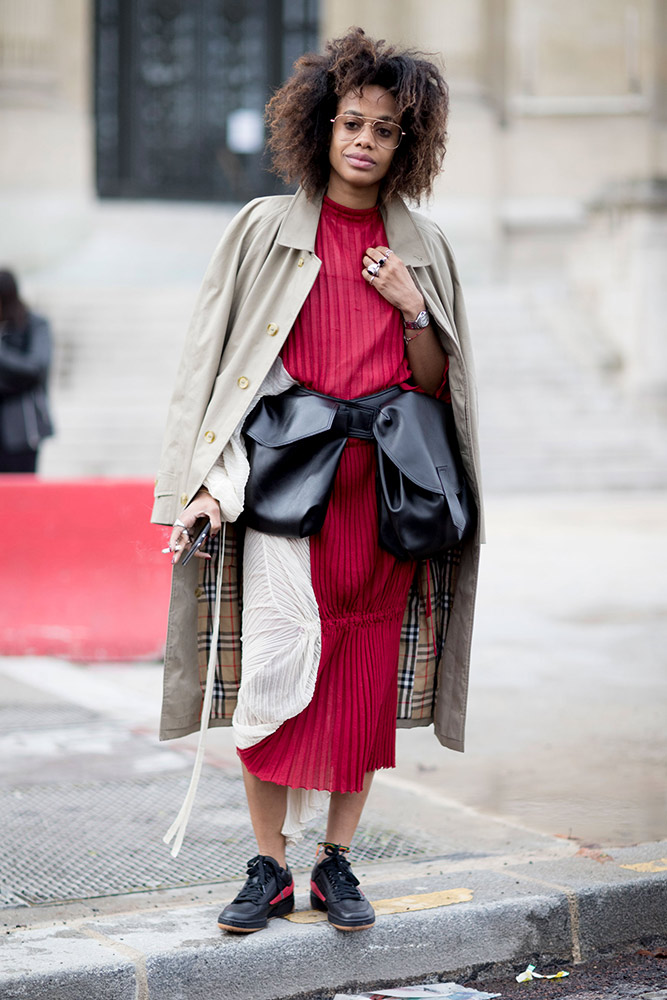 d5c5ed2ec4f2 101 Best Street Style Snaps From Paris Fashion Week Fall 2017