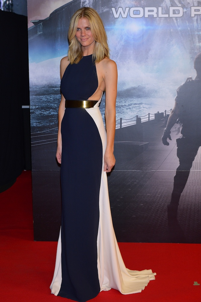 d88d1ea9740 18 Stunning Stella McCartney Red Carpet Looks - theFashionSpot