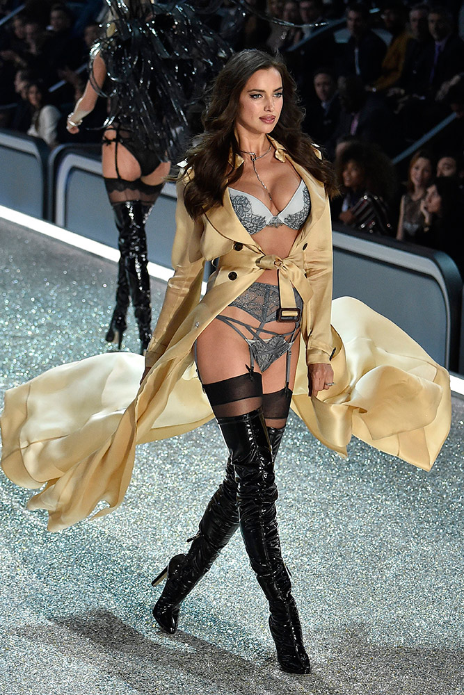 e1459e8d058 Every Look From the 2016 Victorias Secret Fashion Show - theFashionShow